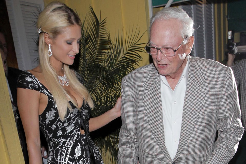 "Paris Hilton Mourns on Death of Her  ""Incredible Mentor"" and Grandfather :Barron Hilton"
