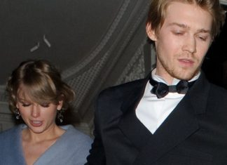 Is Taylor Swift Engaged To Joe Alwyn Fans Are Completely Convinced She Is