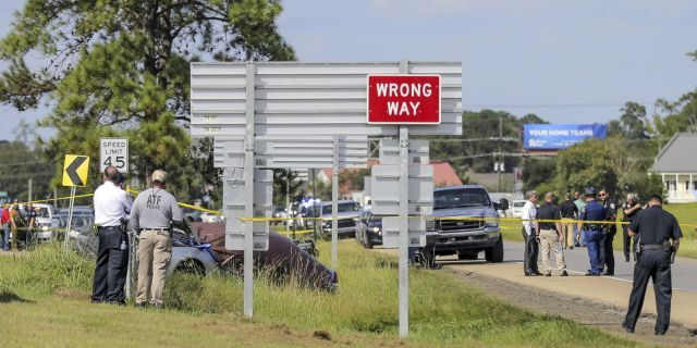 EXCLUSIVE: Louisiana police officer killed, another wounded after vehicle chase; 2 suspects held