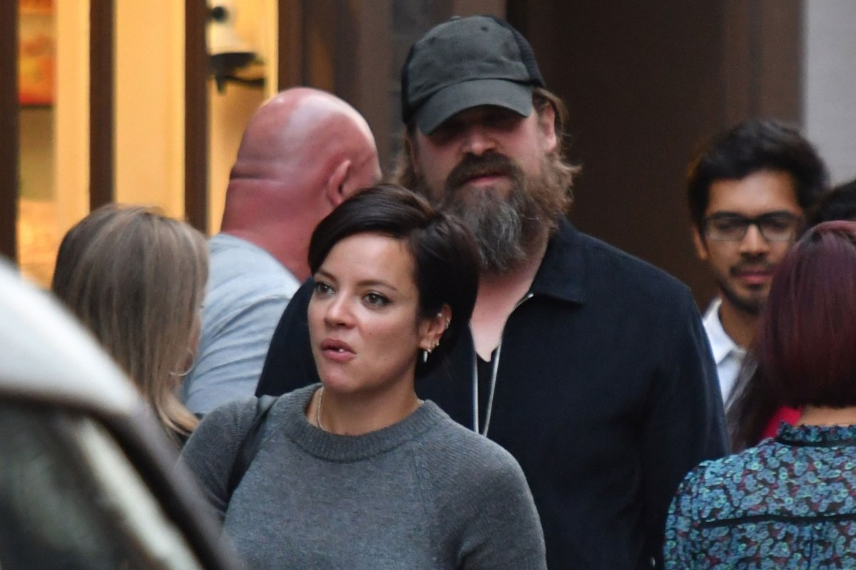 Stranger-Things-David-Harbour-Rumored-To-Dating-Lily-Allen-Details-Inside__-1