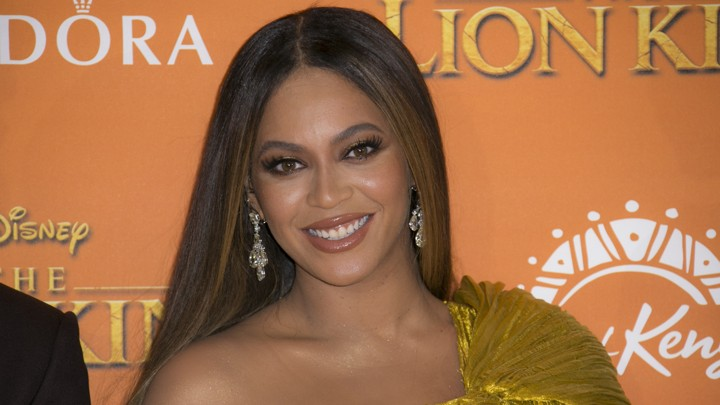 Beyoncé again proved why she has been called a Fashion Icon- Answer is here..!!