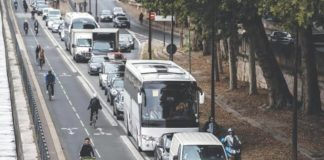 Transport issues in Paris as workers strike