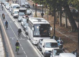 Transport issues in Paris as workers strike