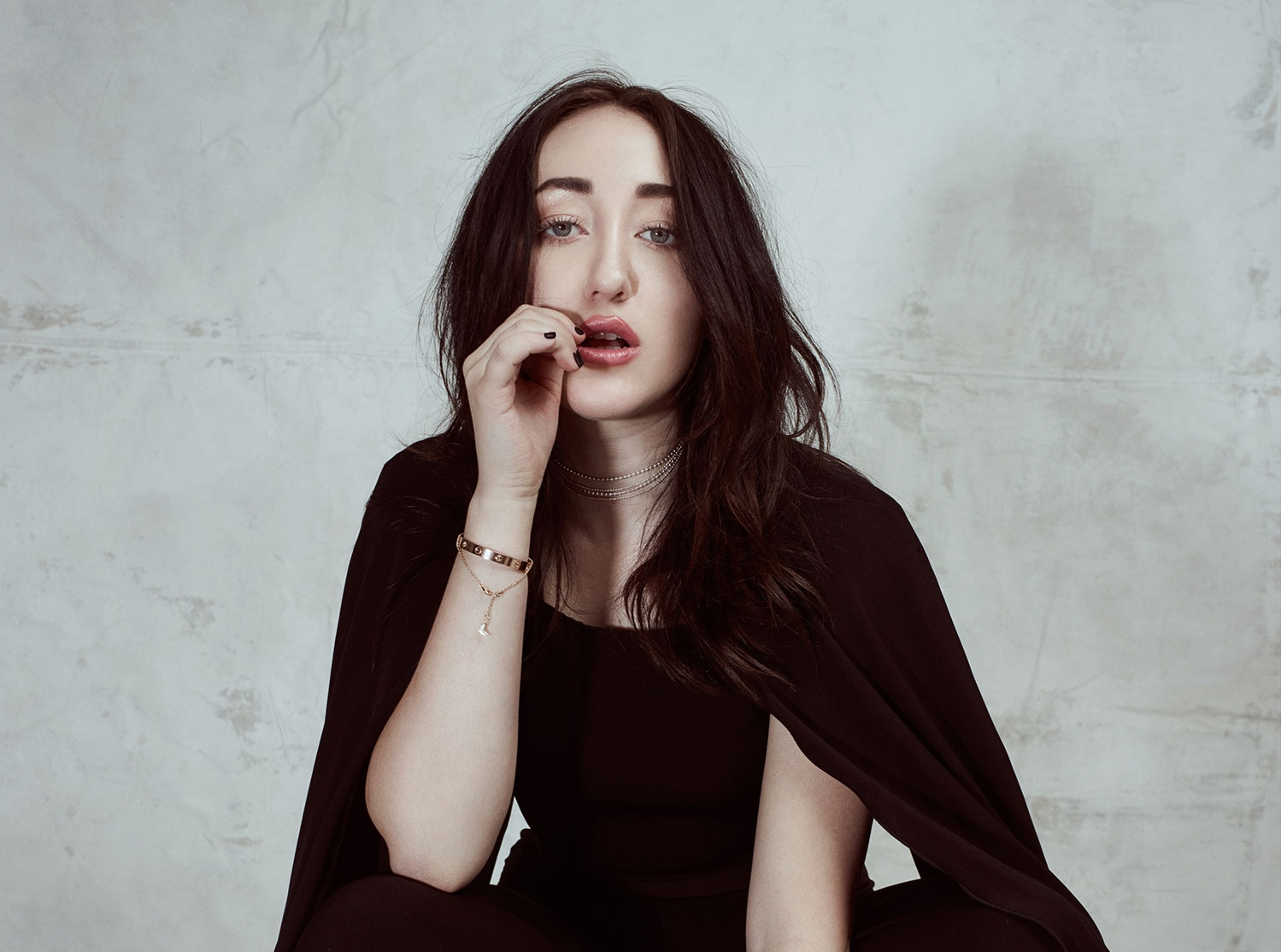 Noah Cyrus Levitate In Her Striking 'Lonely' Video: Fans Review and Reactions