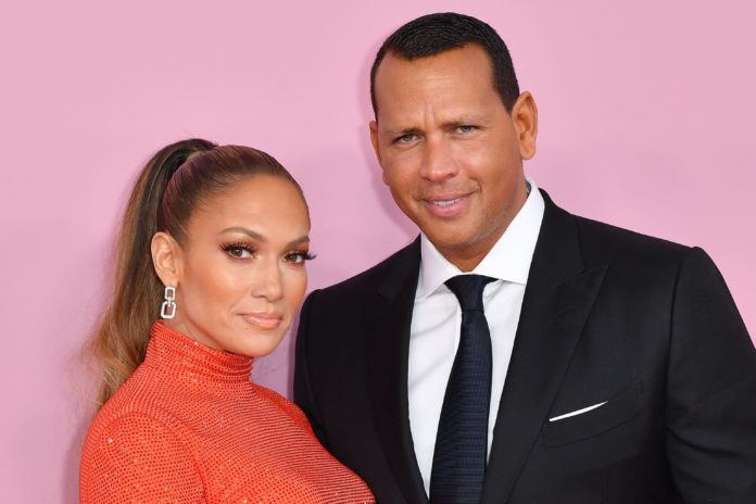Jennifer Lopez Sued $150,000 for Posting a Paparazzi Photo : Here what happened