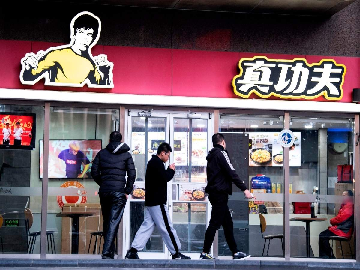 Bruce Lee's girl sues inexpensive food chain over picture use