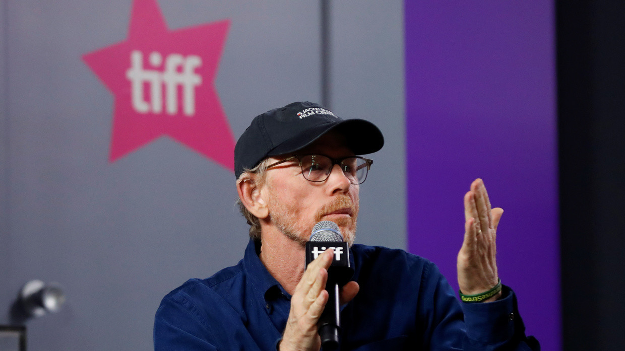 Hollywood director, Ron Howard, tried easy points on Twitter by slamming US President Donald Trump but he was smacked down by one of his past actresses.