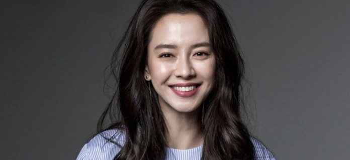 Song-Ji-Hyo-Became-Competitive-With-Shin-Hye-Sun-And-Bae-Jong-Ok-About-The-Lunch-Dates-Of-Their-Upcoming-Films.