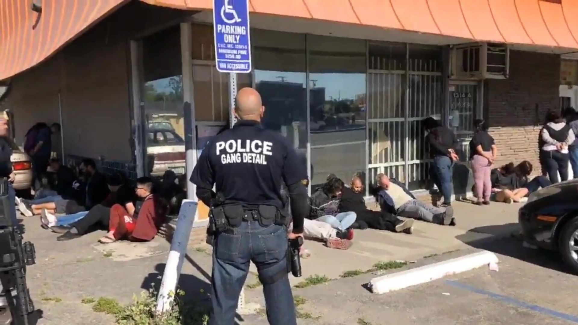 Report of gun at L.A. strip mall detained by COPS
