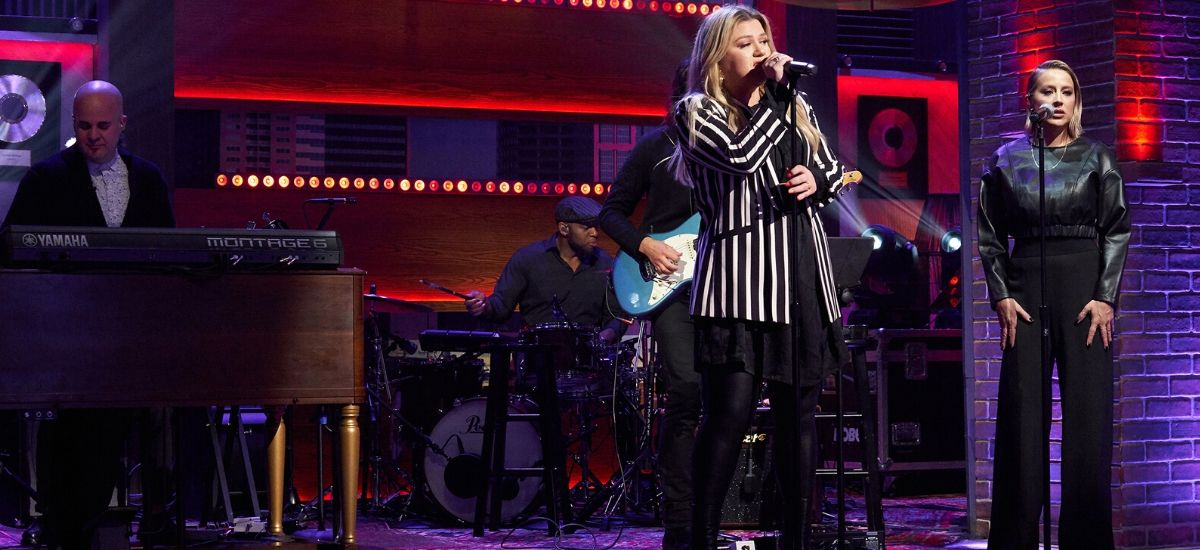 """Watch: After18-Years-Of-Performing-""""'Natural-Woman""""-On-American-Idol,-Kelly-Clarkson-Sings-It-Again-On-Her-Talk-Show"""
