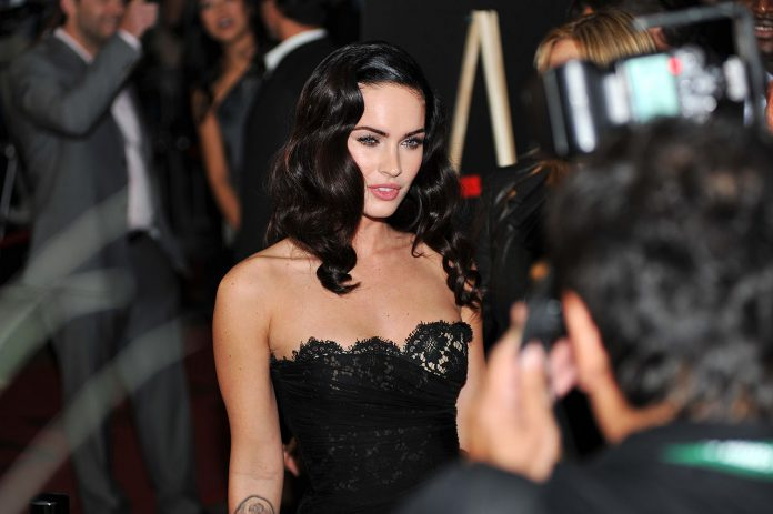Megan Fox Makes Her Relationship With Machine Gun Kelly Official