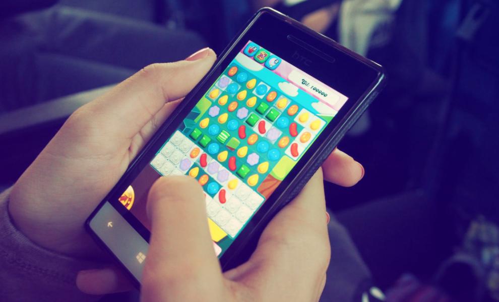 Mobile Social Gaming