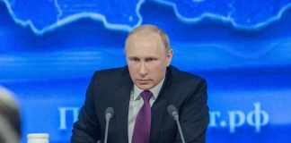 Merkel Instructs Putin to Pull Back Troops, Ukraine Accused of Provocation
